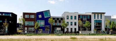 <p><strong>4.</strong> Almere Homeruskwartier projesi, 2007. Master planı OMA  tarafından yapılan bölgede her parseldeki bina ayrı tasarımcılar tarafından projelendirilmiş.</p>