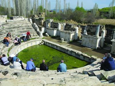 <p><strong>4. </strong>Odeon, MS. 2. yüzyılda  yapıldığı düşünülmektedir.</p>
