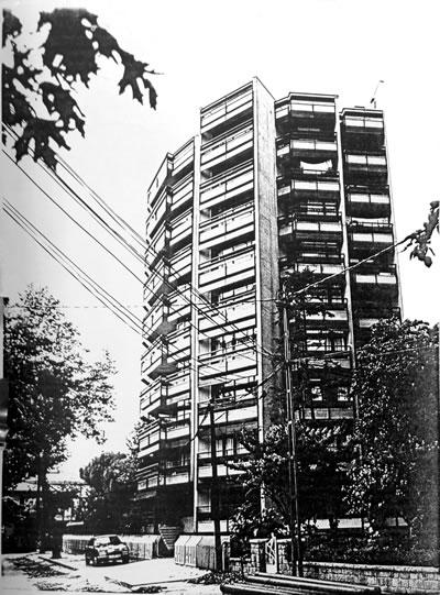 <p><strong>4. </strong>Kaplancalı  Apartmanı giriş cephesi<br />  Kaynak:  Kadıköy Belediyesi İmar Müdürlüğü  Arşivi</p>