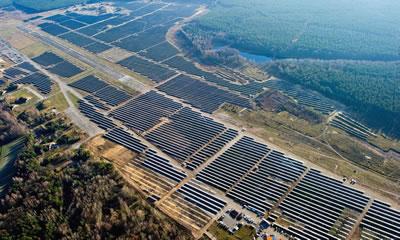 <p><strong>4.</strong> Almanya da bir güneş enerji santrali<br />Fotoğraf: Patrick Pleul / EPA. www.theguardian.com/public-leaders-network/2015/oct/02/energy-cooperatives-uk-germany-denmark-community