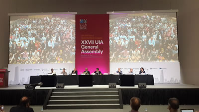 <p><strong>4.</strong> UIA 27. Genel Kurulu 7-10 Eylül  tarihlerinde Dongdaemun Tasarım Merkezinde gerçekleştirildi. Türkiye,  2017-2020 döneminde görev yapmak üzere, geçtiğimiz dönemlerde UIA 2. Bölgeden  Sorumlu Başkan Yardımcılığı ve UIA Konsey Üyeliği görevlerini yürüten, Prof.  Dr. Deniz İncedayıyı UIA Başkanlığına aday göstermişti. Bu yıl yapılan  seçimlerde UIA Başkanlığına Thomas Vonier (ABD) seçildi.</p>