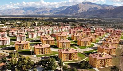 <p><strong>4.</strong> Şehir oluşturamayan bir  örnek: TOKİ Konutları, Erzincan<br />Kaynak: www.tesaninsaat.com.tr/toki-512-adet-konut-ve-ticaret-merkezi [Erişim: 14.12.2017]