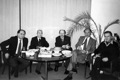 <p><strong>4. </strong>İMA da bir kutlama: Yalçın ÇIkınoğlu, Maruf Önal, Cemil  Ormanlar, Mustafa Plevneli, Abdurrahman Hancı.</p>