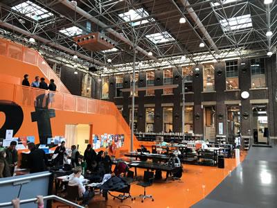 <p><strong>4a. </strong>Mimarlık  eğitimin çeşitli yüzleri: mekân (soldan sağa): Delft Teknoloji Üniversitesi,  Porto Mimarlık Okulu<br /> Fotoğraflar: Ayşen Ciravoğlu</p>