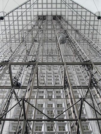 <p><strong>4a.</strong> La Grande Arche asansör<br />Kaynak: fr.wikipedia.org/wiki/Arche_de_la_D%C3%A9fense#mediaviewer/Fichier:Grande_arche_ascenseurs.JPG [Erişim:14.05.2014]