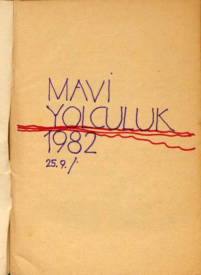 <p><strong>4a.</strong> 1982 Mavi Yolculuk defterinden sayfalar. Herkesin katkıda  bulunabileceği ortak yolculuk defterlerine notlar ve çizimler işlenmektedir.<br />   Kaynak:  SALT Araştırma, Cengiz Bektaş Arşivi.</p>