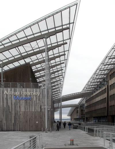 <p><strong>4b.</strong> Astrup Fearnley Modern Sanat Müzesi.  Mimar: Renzo Piano, Oslo Norveç.<br />   Fotoğraf: Bernard Kennedy</p>