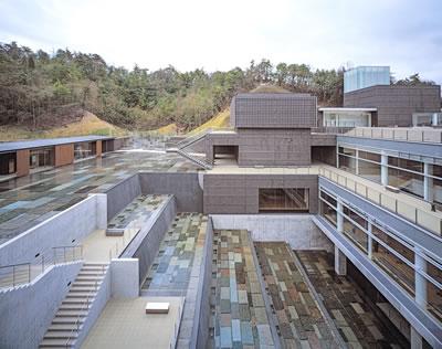 <p><strong>5.</strong> Seramik Park Mino, 1996-2002, Gifu,  Japonya <br />   Fotoğraf: Hisao Suzuki</p>