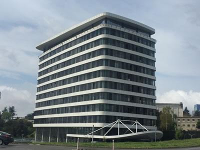 <p><strong>5.</strong> Nurbin Paker-Hüseyin Kahvecioğlu mimarlık ortaklığının tasarımı İTÜ Ayazağa <br />   Kampüsünde bulunan ARI-3  Teknopark Yapısı<br />   Fotoğraf: Funda Uz</p>