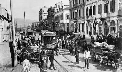 <p><strong>5.</strong> Batılı ve yerel kültürel ortamıyla  İzmir rıhtımı</p>