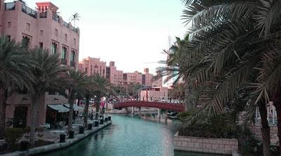 <p><strong>5.</strong>Geleneksel  mimari dikkate alınarak inşa edilen Medinat Jumeirah alışveriş merkezi ve konut  bölgesi<strong></strong></p>