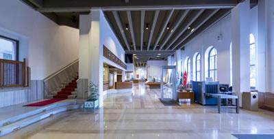 <p><strong>5.</strong> Askeri Müzenin giriş holünün şimdiki hali<br />   Kaynak:  www.askerimuze.tsk.tr</p>