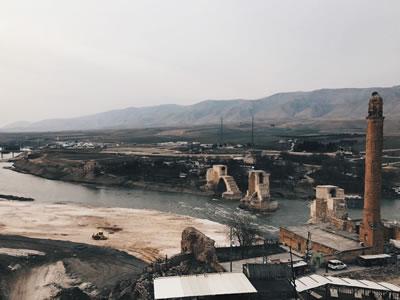 <p><strong>5.</strong> Er-rızk Camisi ve Eski Köprü, 2018<br />   Kaynak: Berçem Kaya</p>