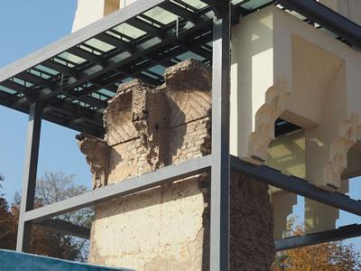 <p><strong>5.</strong> Yeni koruma yapısının arkeolojik  kalıntı ile ilişkisi, 2019<br />   Fotoğraf: Zeynep Eres </p>