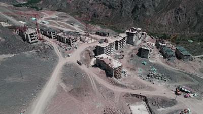 """<p><strong>5.</strong> Yusufeli yeni yerleşim yerinde  inşaatlarına başlanan binalar<br />   Kaynak: DSİ 26. Bölge  Müdürlüğü'nün 2017 tarihli ve """"Yusufeli Barajı ve Yeni Yerleşim Yeri"""" başlıklı  sosyal medya paylaşımı,<br />facebook.com/DSI.26.Bolge.Mudurlugu/photos/a.957037237776779/957037314443438/?type=3&theater [Erişim: 24.09.2017]"""