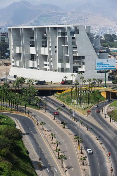 <p><strong>5.</strong> University  Campus UTEC Lima, yapının kuzey yüzü<br />   Fotoğraf: Iwan Baan</p>
