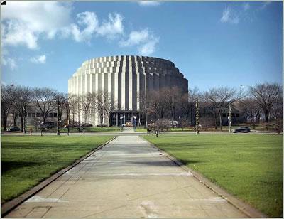 <p><strong>5.</strong> Rotunda binasının  dış görünüşü<br /> Kaynak: http://www.61thriftpower.com/rotunda.shtml  [Erişim: 30.07.2019]</p>