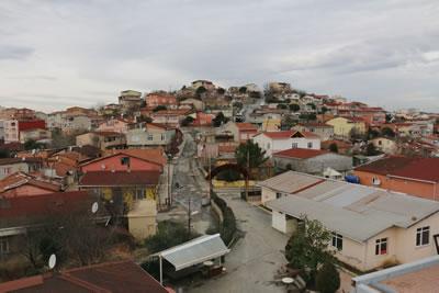<p><strong>5.</strong> Yeni Cemevi inşaatından mahalle görünümü </p>