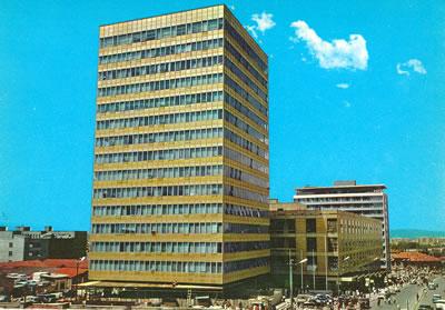 """<p><strong>5.  Anafartalar Çarşısı</strong> <br /> <strong>Kaynak:  """"</strong>Ankara Fotoğraf, Kartpostal ve Gravür Koleksiyonu (Envanter  no. 2579)"""". Koç Üniversitesi VEKAM  Kütüphanesi ve Arşivi, Ankara.</p>"""