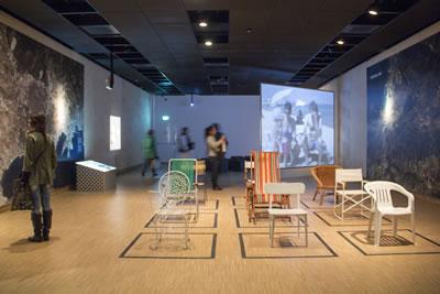 <p>Ahşap, metal, plastik dönem sandalyeleri<br />  Fotoğraf: Mustafa Hazneci</p>