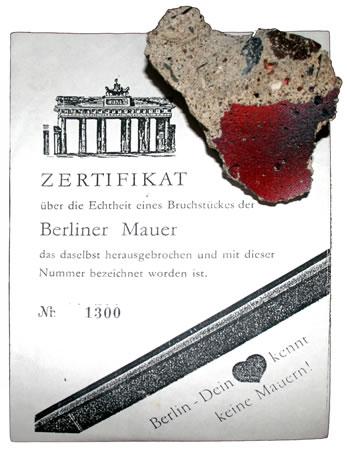 <p><strong>Resim 5.</strong> <br /> Kaynak:  commons.wikimedia.org/wiki/File:Piece_of_Berlin_Wall.jpg [Erişim:10.12.2014]</p>