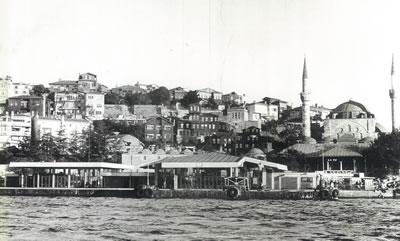 <p>Üsküdar İskelesi, denizden görünüş<br />Kaynak: Prof. Orhan  Şahinler Arşivi</p>