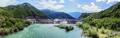 <p>Çoruh Nehri üzerindeki en büyük dört HES'ten biri Muratlı Barajı, Artvin</p>
