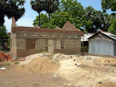 <p><strong>5.</strong> 3. aşama duvarları tamamlanmış ev, Sri Lanka</p>