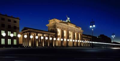 <p><strong>5.</strong> Yıkılışının 25. yılında Berlin Duvarı<br />Kaynak: www.sbs.com.au/news/article/2014/10/31/thousands-white-balloons-recreate-berlin-wall-25th-anniversary [Erişim:03.07.2015]
