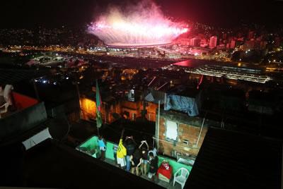 <p><strong>5. </strong>Mangueira Favelasindan Maracana Stadındaki  Açılış Töreni</p>