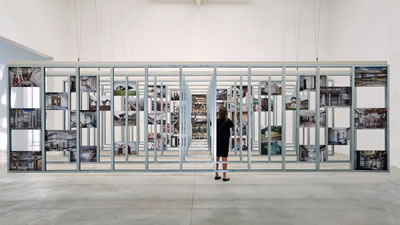 """<p><strong>5.</strong> Venedik  Mimarlık Bienali kapsamında verilen Altın Aslan ödülünü kazanan İspanya Pavyonu  """"Unfinished"""". Küratörleri, Carnicero + Quintans</p>"""