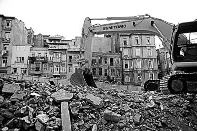 <p><strong>5.</strong> İstanbul Tarlabaşı nda yıkım<br />Fotoğraf: Naz Köktentürk</p>