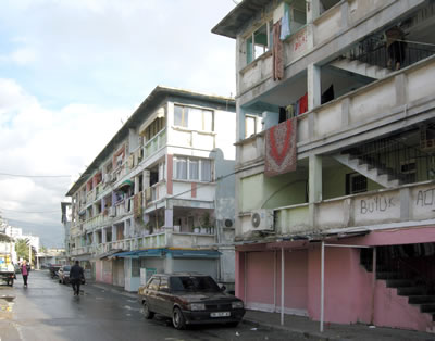 <p><strong>5.</strong> Ege Mahallesi Sosyal  Konutları (1969-1970), 2014.<br />  Fotoğraf: Kıvanç Kılınç</p>