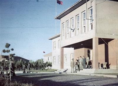 <p><strong>Resim  5.</strong> Erzurum Halkevi binasının  1950 lerden sonraya ait bir görüntüsü<br />  Kaynak: İbrahim Ata Seval  arşivi</p>