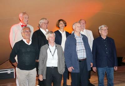 <p><strong>5.</strong> Oya Atalay Franck eski EAAE  Başkanlarıyla<br />  Fotoğraf: Neslihan  Dostoğlu</p>