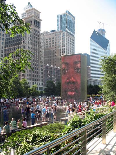 <p><strong>5. </strong>Millennium Park, Chicago, Illinois Eyaleti.  Terry Guen Design Associates, Inc., Gustafson Guthrie Nichol Ltd., Ed Uhlir,  FAIA ve Christy Webber Landscapes tarafından tasarlandı, 2004 da açılışı  yapıldı. <br />   Fotoğraf: Taner R. Özdil </p>
