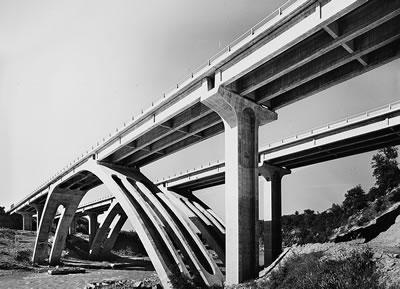 <strong>5. </strong>Autostrada del Sole  üzerinde, Floransa ve Roma arasındaki Borro Caprenne Viyadüğü, Giorgio  Giannelli,1963</p>