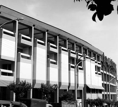 <p><strong>5(a).</strong> Merkez Bankası  Konya Şubesi Binası, Konya<br />Kaynak: Mimarlar Odası Genel Merkezi  Arşivi</p>