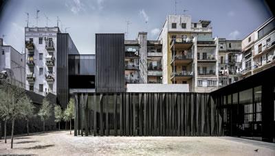 <p><strong>5a.</strong> Sant Antoni – Joan Oliver  Kütüphanesi, Huzurevi ve Cándida Pérez Bahçeleri, 2007, Barcelona, İspanya<br />Fotoğraf: Hisao Suzuki</p>