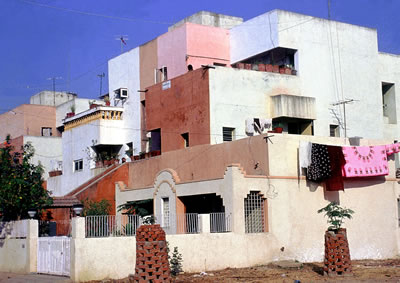 <p><strong>5a. </strong>Life Insurance  Corporation Housing, 1973, Ahmedabad, Hindistan</p>