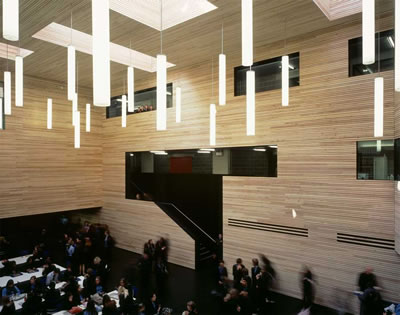<p><strong>5a.</strong> Christ s College: toplumsal kullanıma  açık merkezî atrium<br />Kaynak: www.e-architect.co.uk/images/jpgs/england/christs_college_dsdha230609_hb2.jpg, www.dsdha.co.uk/gridfs/57a498ba0f1f9b0003000101