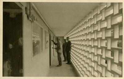 <p><strong>5a. </strong>Nejat Ersinin bir ziyareti sırasında,  Cinnah 19 da inşaat neredeyse tamamlanmış<br />   Kaynak:  Mimarlar Derneği 1927 – Nejat Ersin Arşivi</p>