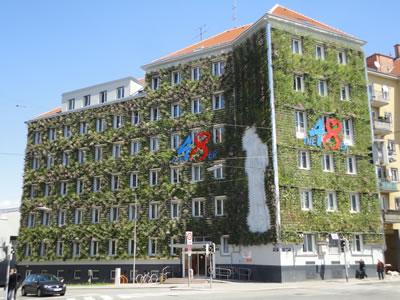 <p><strong>5b. </strong>Viyana Belediyesinin  Çöp İdare Binası MA 48&rsquo;in eski ve yeşil cephe yapıldıktan  sonraki yeni hali.<br />  www.eurokommunal.com/</p>