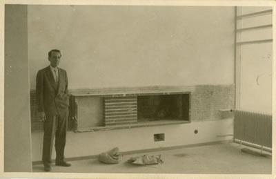 <p><strong>5b. </strong>Nejat Ersinin bir ziyareti sırasında,  Cinnah 19 da inşaat neredeyse tamamlanmış<br />   Kaynak:  Mimarlar Derneği 1927 – Nejat Ersin Arşivi</p>