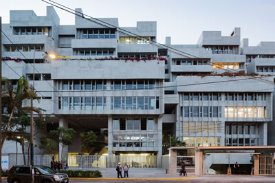 <p><strong>6.</strong> University  Campus UTEC Lima, yapının güney yüzü<br />   Fotoğraf: Iwan Baan</p>