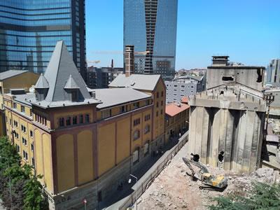 <p><strong>6.</strong> Bomonti Bira Fabrikası ek yapılarının yıkımı<br /> Kaynak: Ayşe Ceren Güler</p>