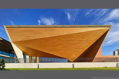 <p><strong>6. </strong>Semra Uygur ve Özcan  Uygur tarafından tasarlanan TED Ankara Koleji Yerleşkesinden, 1998-2005.<br /> Fotoğraf: Cemal Emden, Uygur  Mimarlıkın izniyle<strong></strong></p>