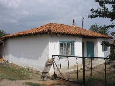 <p><strong>6.</strong> Kırklareli  Arizbaba Köyü&rsquo;nde bir göçmen evi, 2005</p>