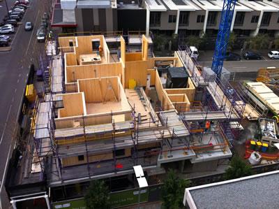 <p><strong> 6</strong>.  Forte, Yapım Aşaması<br />Fotoğraf: Chris Philpot. www.timber-building.com/features/melbourne-marvel/image/melbourne-marvel-5.html [Erişim:03.06.2014]