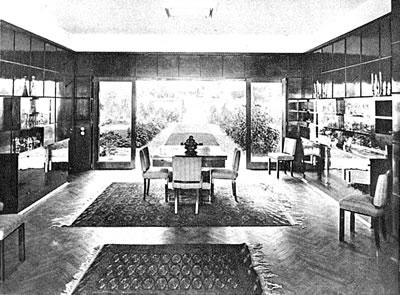 <p><strong>6.</strong> Villanın Bahçeye Açılan Salonu, 1935<br />  Kaynak: 1938, &ldquo;Arbeiten von Prof. Dr. Ernst Egli, Architekt,  Ankara&rdquo;,<strong> Das Werk</strong>, sayı:25, ETH-Bibliothek,  Zürih.</p>